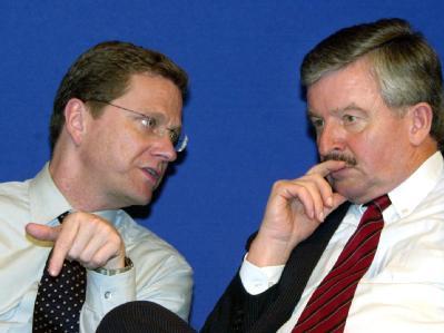 Parteikollege Jürgen Möllemann (r.) brachte Guido Westerwelle 2002 mit einer antijüdischen Kampagne in Bedrängnis. (Archiv)