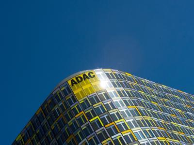 Die Fassade der Deutschland-Zentrale des ADAC in München. Foto: Peter Kneffel /Archiv
