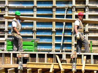 Mit  41,2 Stunden pro Woche liegt die Arbeitszeit in der Bundesrepublik deutlich höher als der Durchschnitt in Europa.
