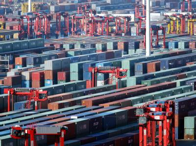 Der Bundesverband Großhandel, Außenhandel, Dienstleistungen (BGA) war bislang von einem Exportzuwachs von bis zu zehn Prozent ausgegangen.