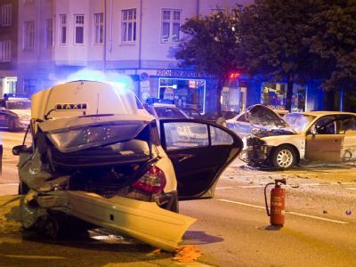 Auch bei diesem Unfall in Hamburg war vermutlich Alkohol im Spiel (Archiv).