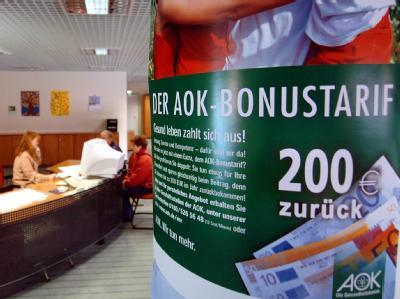 Von Beitragssenkungen ist hier schon lange nicht mehr die Rede: Servicezentrum der AOK in Schwerin. Foto: Jens Büttner/Archivbild vom 27.10.2004)