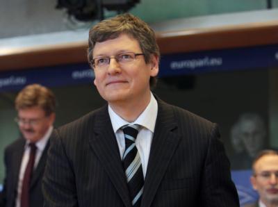 Der ungarische EU-Arbeitskommissar Laszlo Andor hat sich für die Begrenzung der Arbeitszeit in der Eurozone ausgesprochen.