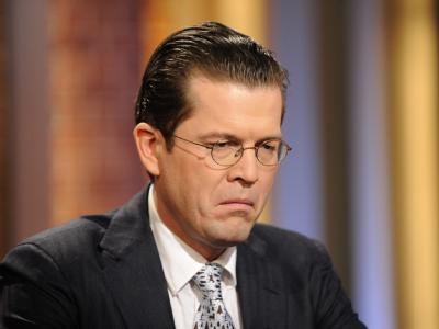 Minister zu Guttenberg steht weiter unter Druck.