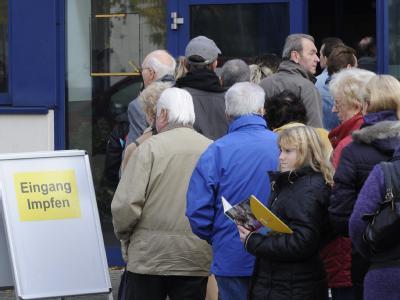 Nach Warnungen vor einer neuen Schweinegrippe-Welle erlebt das Düsseldorfer Impfzentrum einen Ansturm von Impfpatienten.