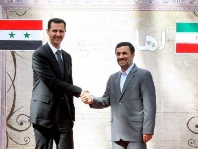 Der syrische Präsident Baschar al-Assad (l) und Irans Präsident Mahmud Ahmadinedschad: Ein Hacker droht, die syrisch-iranischen Kontakte deutlich transparenter zu gestalten. Foto: President Official Website / Archiv