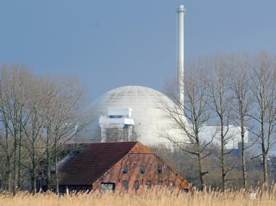 Das Atomkraftwerk Unterweser. Das älteste Kernkraftwerk in Niedersachsen wurde knapp eine Woche nach der Atomkatastrophe in Japan vom Netz genommen.