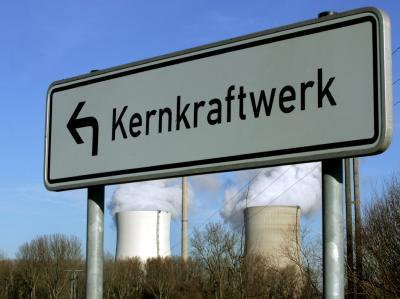 Merkel will den Konflikt mit der Wirtschaft um die Atomkraft entschärfen.