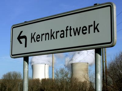 Im Konflikt um die künftige Energiepolitik hat die Strahlenschutzkommission gewarnt, bei längeren Atomlaufzeiten die Sicherheit zu vernachlässigen.