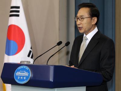 Der konservative südkoreanische Präsident Lee Myung Bak will den Nordkoreanern helfen. (Archivbild)
