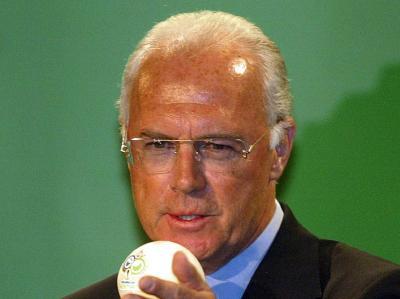 Franz Beckenbauer erwartet im WM-Achtelfinale eine «tolle Fußball-Schlacht» zwischen Deutschland und England.