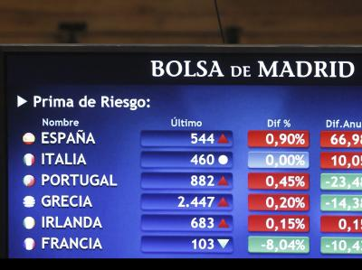 Vereinte Krisenstaaten von Europa: Auf einer Anzeige in der Madrider Börse werden die Risikozuschläge mehrerer europäischer Wackelkandidaten dargestellt. Foto: Chema Moya/Archiv