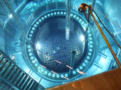 Blick in den für den Brennelementewechsel geöffneten Reaktor-Block 2 des Kernkraftwerks Philippsburg bei der jährlichen Revision (Symbolfoto vom 6.7.2007).