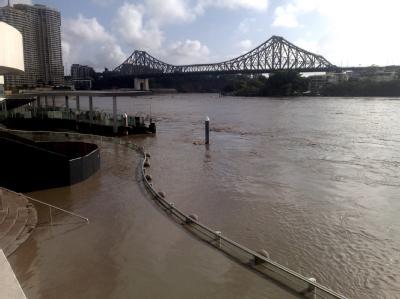 Bei dem verheerendem Hochwasser in Queensland an der Nordostküste Australiens wurde eine Fläche von der Größe Frankreichs und Deutschlands überschwemmt. Mehr als 25 Menschen starben.