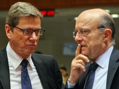 Guido Westerwelle und sein französischer Amtskollege Alain Juppe bei Beratungen über Weißrussland und den Iran. Foto: Julien Warnand