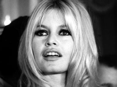 Schönheiten wie Brigitte Bardot und Sophia Loren verliehen dem Festival in den 50er Jahren seinen Glamour und begründeten den südfranzösischen Starkult auf dem Roten Teppich. (Archivfoto von 1965)