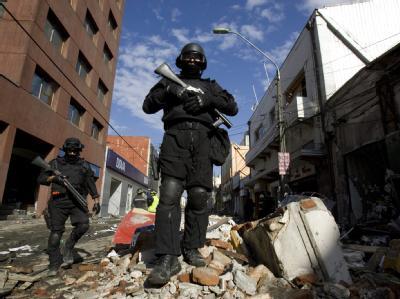 Das chilenische Militär setzt im Kampf gegen Banden gepanzerte Fahrzeuge ein und errichtet Straßensperren.