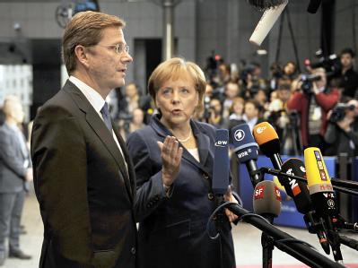 Bundeskanzlerin Angela Merkel und der deutsche Außenminister Guido Westerwelle in Brüssel.