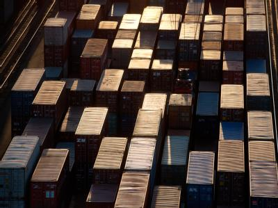 Containerumschlag im Hamburger Hafen. Foto: Christian Charisius/Archiv