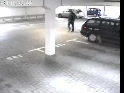 Die Polizei suchte mit dem Bild einer Überwachungskamera nach dem Mörder der elfjährigen Lena. Foto:Polizei Emden