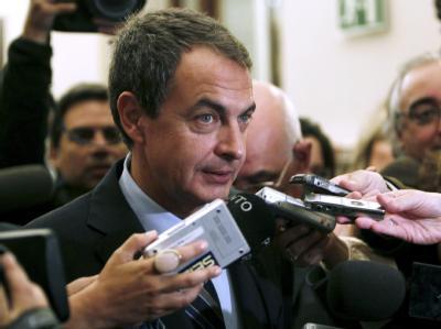 Überraschung in Spanien: Ministerpräsident Zapatero bildet die Regierung um.