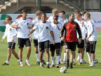 Die deutsche Fußball-Nationalmannschaft hat beim Training viel Spaß.