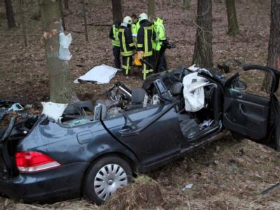 Von Januar bis September starben 2938 Menschen bei Verkehrsunfällen in Deutschland - 5,9 Prozent mehr als im gleichen Zeitraum des Vorjahres. Archivfoto: Oliver Schwandt