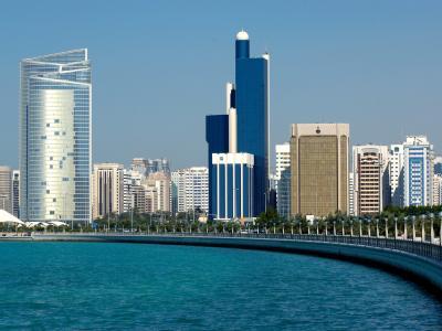 Die Skyline von Abu Dhabi, Hauptstadt der Vereinigten Arabischen Emirate.