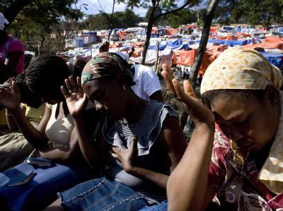 Gebet im Flüchtlingslager