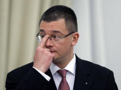 Im Streit um alte Sparzusagen an die EU zerfällt die bürgerliche Regierungsmehrheit: Rumäniens Premier Mihai Razvan Ungureanu Foto: Robert Ghement / Archiv