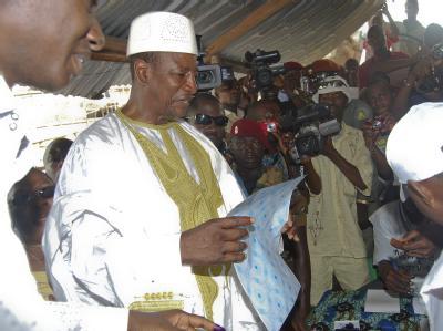 Alpha Conde hat laut dem vorläufigen Ergebnis die Präsidentenwahl in Guinea gewonnen. (Archivbild)