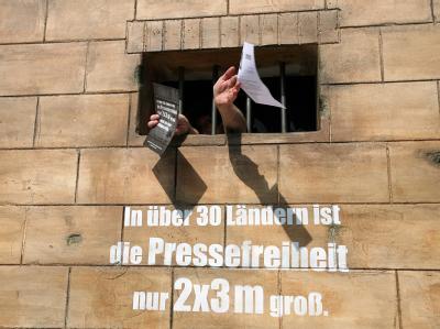 Aktion von Reporter ohne Grenzen (Archivbild). Die Organisation beklagt, dass in der weltweiten Rangliste der Pressefreiheit viele europäische Staaten deutlich abgerutscht seien.