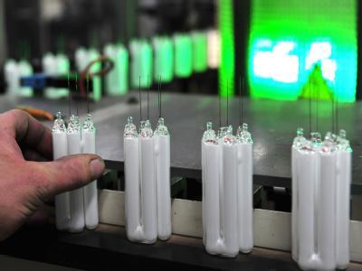 Ein Bericht über gesundheitsschädliche Ausdünstungen hat die Diskussion um Energiesparlampen befeuert.