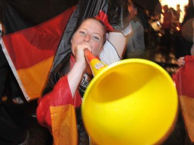 Die Wissenschaft hat festgestellt: Eine Vuvuzela kann Infektionen deutlich stärker verbreiten als Husten oder Schreien.
