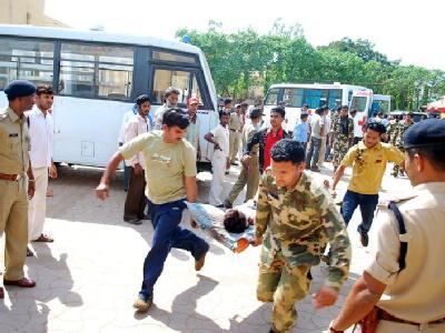 Versorgung verwundeter Polizisten