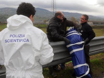 Die Leiche der 40-jährigen Deutschen wurde neben einer Autobahn gefunden.