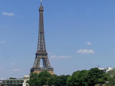 Eifelturm in Paris: Nach der Bombendrohung wurde das Gelände weiträumig abgesperrt (Archivbild).