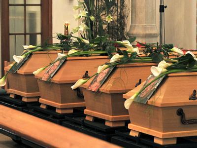 Die Särge der vier Opfer von Eislingen (Archiv).