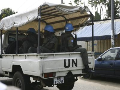 UN-Soldaten patrouillieren in Abidjan.