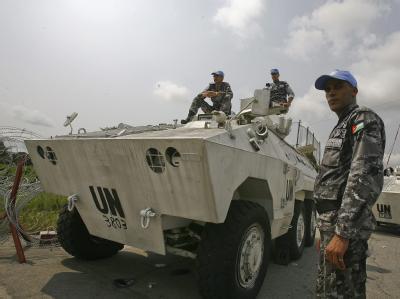 UN-Soldaten in Abidjan: Nach Schätzungen der UN sind bei den Unruhen nach den Präsidentenwahlen 170 Menschen ums Leben gekommen. Auch von Folter und Misshandlung ist die Rede. (Archivbild).