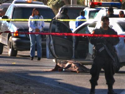 Polizisten sichern den Ort, an dem die Leiche der ermordeten Polizeichefin Hermila García Quiñones gefunden wurde.