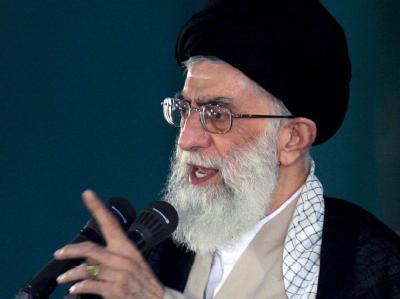 Ajatollah Ali Chamenei hat als religiöses Oberhaupt des Iran auch in allen politischen Fragen das letzte Wort.