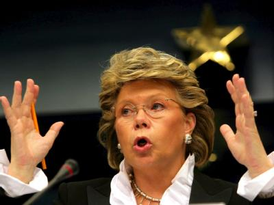 EU-Kommissarin Viviane Reding wirft der Bundesregierung «Ausverkauf des Datenschutzes» vor. Foto: Olivier Hoslet/Archiv</p><p>.