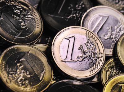 Der Euro ist seit Tagen wegen einer weiteren Eskalation der Lage in den hoch verschuldeten südeuropäischen Staaten unter Druck, nachdem er noch mit Notierungen über 1,30 Dollar in das laufende Jahr gestartet war. Foto: Boris Roessler