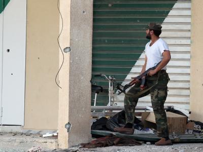 Bewaffneter Soldat der Gaddafi-treuen libyschen Truppen in Misrata. Archivfoto: Mohamed Messara