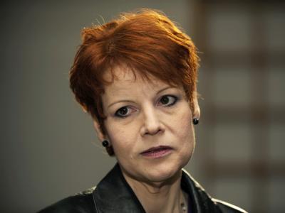 Die frühere hessische SPD-Landesabgeordnete Carmen Everts vor dem Beginn ihres Parteiordnungsverfahrens (Archiv).