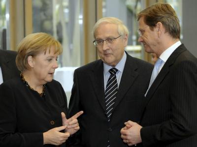 Angela Merkel, Rainer Brüderle und Guido Westerwelle (r) in Berlin. Bei den Koalitionsverhandlungen hängt jetzt alles an den großen Brocken Steuerentlastung und Gesundheitsfonds.