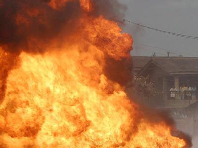 Die Explosion beschädigte mehrere an das Lager angrenzende Häuser. (Archiv- und Symbolbild)