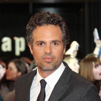 Der Schauspieler ist von seinen Kolleginnen begeistert. Er kommt gar nicht mehr aus dem Schwärmen über sie und ihre Rollen im neuen Marvel-Streifen heraus.