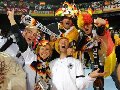 Die befürchteten Probleme mit randalierenden Fans blieben nach dem Achtelfinal-Spiel Deutschland - England aus.